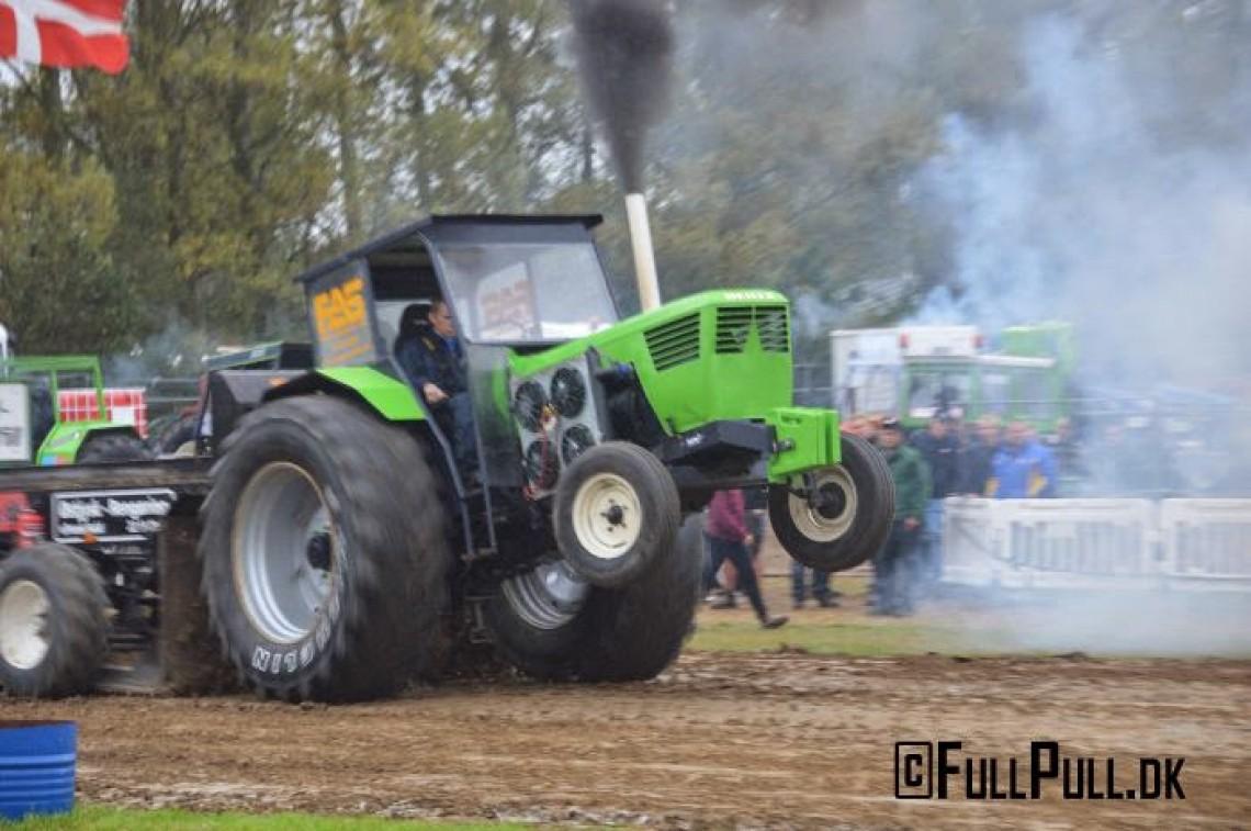Traktortræk i Buske